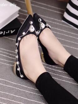 รองเท้าคัชชูสีดำ วัสดุทำจาผ้าซาติน สูง1.5cm สินค้านำเข้าหิ้วเอง หัวแหลมเก็บทรง เท้าอูม+1