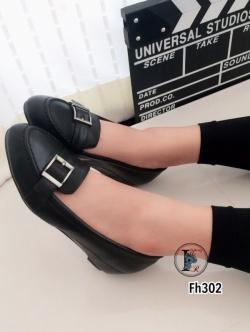 รองเท้าคัทชูส้นเตารีดแต่งหัวเข็มขัด (สีดำ )