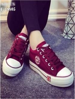 รองเท้าผ้าใบ สไตล์Converse ผ้ายีนส์ (สีแดง )