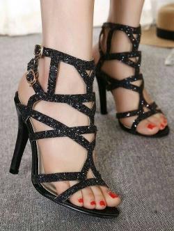 รองเท้าส้นสูงสีดำ ส้นสูง4 นิ้ว มีกริตเตอร์ สวยเปรี้ยวมาก สายคล้องข้อเท้า สองสายเพิ่มความกระชับเวลาใส่ ใส่แล้วขายาว สูงเพรียว ออกงาน ปาร์ตี้ คู่นี้เลยคร่า