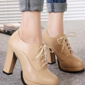 รองเท้าบูทสีครีม มินิบูท ส้นสูง เสริมหน้า1นิ้วหลัง4นิ้ว วัสดุทำจากพียู สีเรียบ ทำความสะอาดง่าย