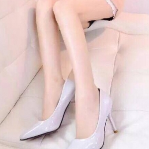 รองเท้าคัทชูส้นสูง หัวแหลม หนังแก้ว (สีเทา )