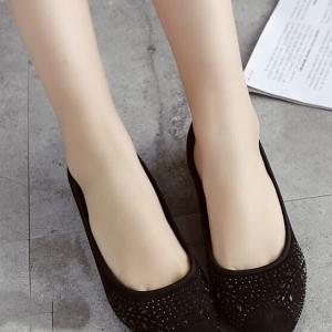 รองเท้าคัทชูส้นเตารีด หัวมน ลายลูกไม้ (สีดำ)