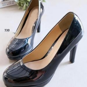 รองเท้าคัทชูส้นสูง เสริมหน้า หนังแก้ว (สีดำ )
