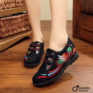 รองเท้าคัทชูทรงผ้าใบสีดำ วัสดุผ้าทอปักลาย แต่งกระดุมจีน (สีดำ )