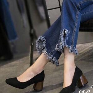 รองเท้าคัทชูส้นสูง หัวแหลม ส้นไม้ (สีดำ )