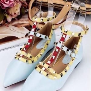 รองเท้าคัทชูสีฟ้า VALENTINO WATERCOLOR ROCKSTUD Flat Shoes งานหมุดวาเลนเกรดดี รัดข้อเท้าการันตีด้วยภาพถ่ายสินค้าจริงค่า แกะแบบของแท้ วัสดุหนังpuส้นแบนสายแบบเกี่ยวปรับได้