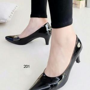 รองเท้าคัชชูดำ หนังแก้ว หน้าเรียว (สีดำ)