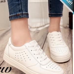 รองเท้าผ้าใบผู้หญิงสีขาว หนังเจาะ แบบเชือกผูก คลาสสิค ทรงฮิตตลอดกาล ระบายอาศได้ดี แฟชั่นพร้อมส่ง