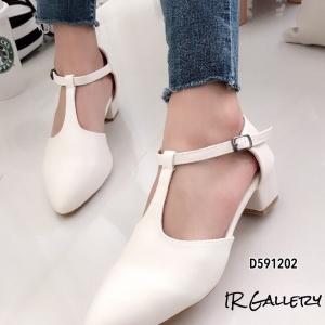 รองเท้าส้นสูง หัวแหลม ปิดส้น รัดข้อเท้า (สีขาว )