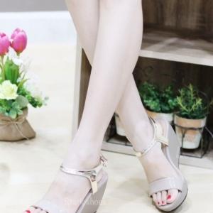 รองเท้าส้นเตารีดแบบรัดข้อ แต่งสายรัดสีทอง (สีเทา )