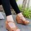 รองเท้าส้นเตารีด ส้นโอ่ง แบบตะขอเกี่ยว (สีน้ำตาล )