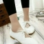 รองเท้าคัทชูส้นเตี้ย หัวแหลม แบบผูกเชือก (สีขาว )