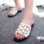 รองเท้าแตะแฟชั่นสีขาว เปิดส้น แต่งหมุด (สีขาว )