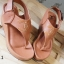 รองเท้าส้นเตารีดรัดส้น แบบคีบ สไตล์ชาแนล (สีน้ำตาล )