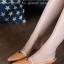 รองเท้าส้นเตี้ย หัวแหลม เปิดส้น สายคาดสีทอง (สีน้ำตาล )
