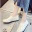 รองเท้าผ้าใบแฟชั่นสีขาว หนังพียูเจาะลายฉลุ ไม่มีเชือก (สีขาว ) thumbnail 1