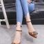 รองเท้าส้นเตี้ยรัดข้อสีน้ำตาล หัวแหลม แต่งอะไหล่ gucci (สีน้ำตาล )