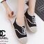 รองเท้าผ้าใบผู้หญิง ผ้าแคนวาส เพิ่มความเก๋ด้วยเชือกปอถัก STYLE CHANEL (สีดำ ) thumbnail 1