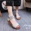 รองเท้าส้นเตี้ยรัดข้อสีเทา สายไขว้ยางยืด ซิปหลัง (สีเทา )