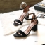 รองเท้าส้นตันรัดข้อสีดำ ผ้าสักหราด ทรงเรียบหรู (สีดำ )