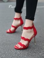 รองเท้าส้นสูงสีแดง รองเท้างานนำเข้า ลุคหรูๆกำลังจะมาให้สาวๆเป็นเป็นเจ้าของ ด้วยดีเทลผ้ากำมะหยีที่ออกแบบมาเป็นคลื่นเวฟ ทำให้มีความ sexyนิดๆ แถมยังดูเรียบหรูมากๆ ส้นแหลมสีเงิน ด้านหนังเป็นซิป สูง3.5