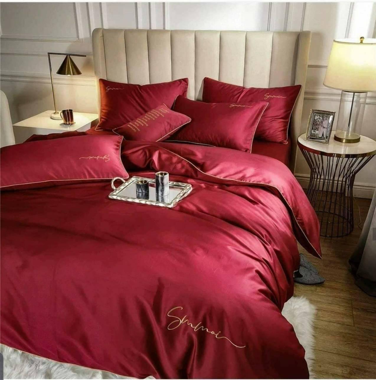 """ผ้าปูที่นอนสีแดง งานปัก ขอบกุ้น""""5,6ฟุต พร้อมส่ง"""" - ผ้าปูที่นอน by Beddingthailand : Inspired by LnwShop.com"""